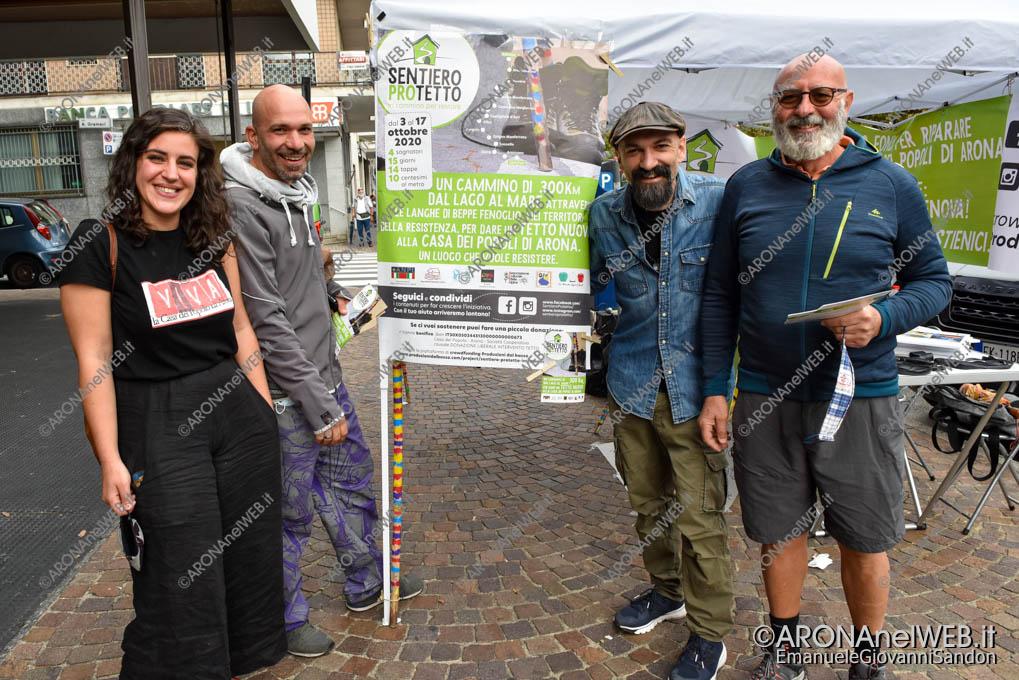 EGS2020_15770   Georgia Monti, Fabio Fichera, Daniele Goldoni e Grazio Rinelli - illustrano sentiero proTetto - Casa del Popolo Arona