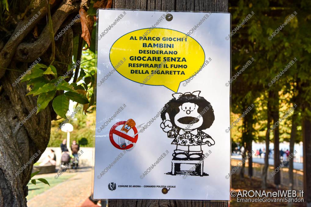 EGS2020_17253 | Mafalda ricorda che al parco giochi è vietato fumare