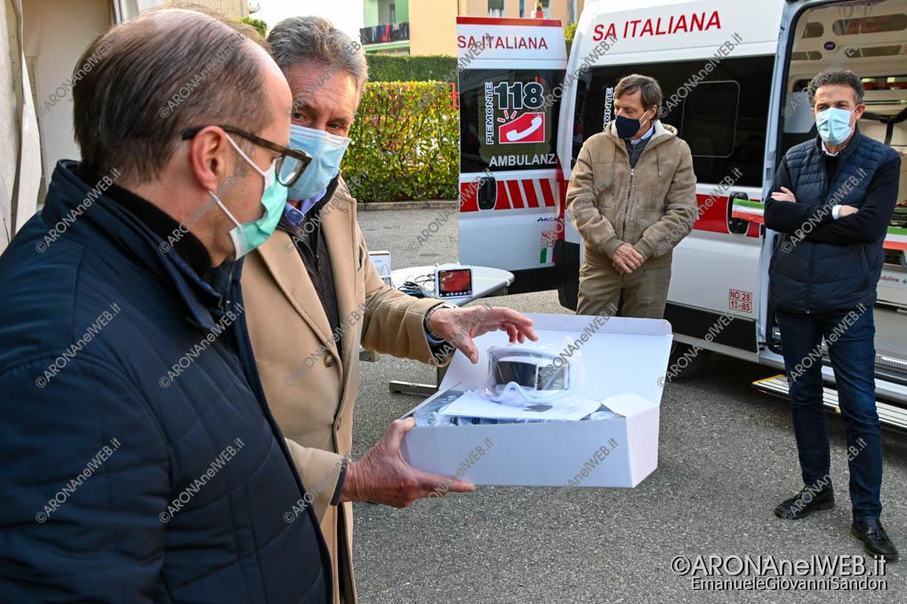 EGS2020_18315 | Il sindaco di Arona Federico Mondi dona alla Cri Arona speciali visiere di protezione