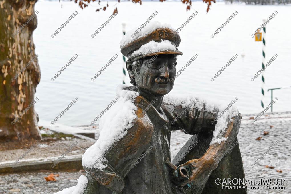 EGS2020_19032   Il monumento al Barcaiolo innevato