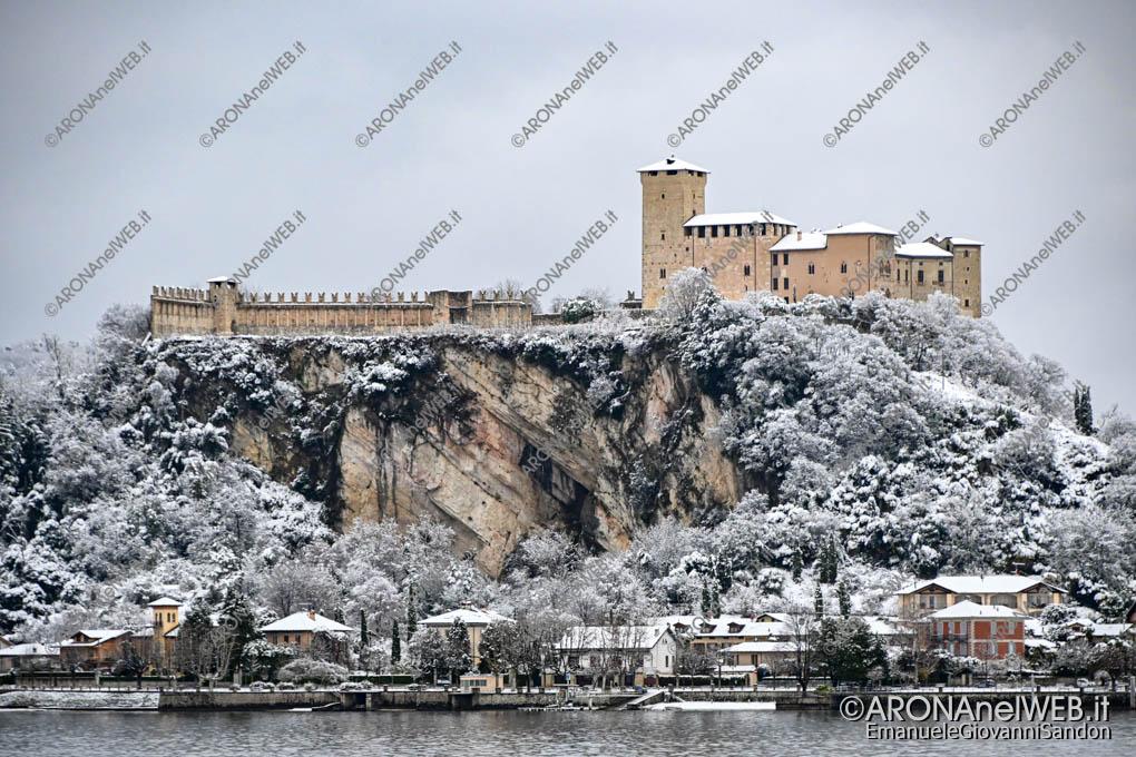 EGS2020_19075   Il Castello d'Angera innevato