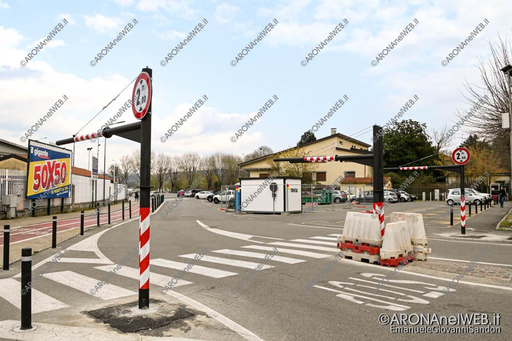EGS2021_01105 | portali/limitatori di altezza in piazzale Aldo Moro
