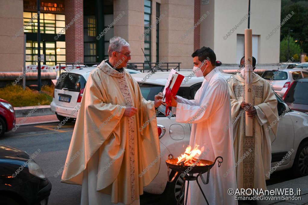 EGS2021_01252   3 aprile 2021 - Veglia Paquale, benedizione del fuoco