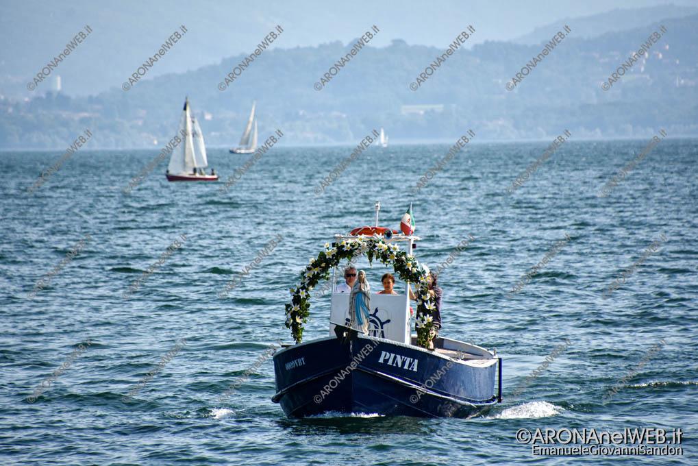 """EGS2021_13221   La madonna arriva dal Lago a bordo della barca """"Pinta"""""""