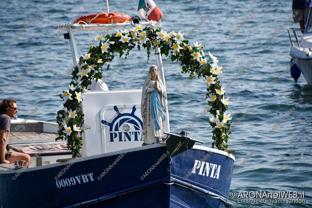 """EGS2021_13227   La statua della madonna portata dalla barca """"Pinta"""""""