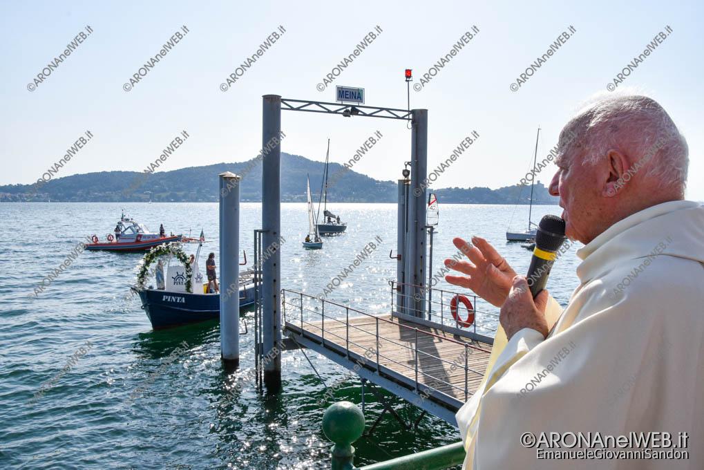EGS2021_13250   mons. Franco Mortigliengo impartisce la benedizione alle barche e alla madonna