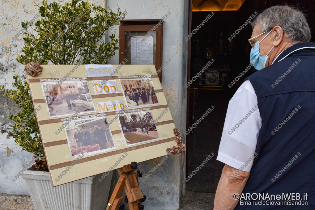 EGS2021_13552   Don Mario Angeretti saluta la comunità di Oleggio Castello