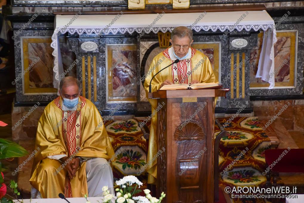 EGS2021_13600   Don Mario Angeretti saluta la comunità di Oleggio Castello