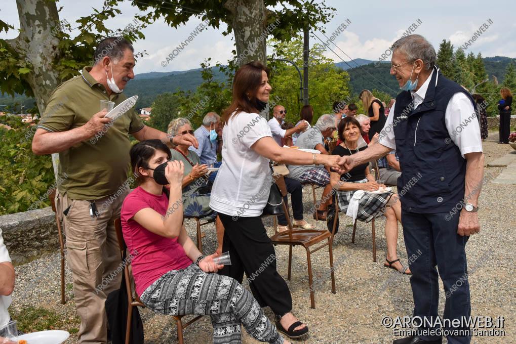 EGS2021_13757   Don Mario Angeretti saluta la comunità di Oleggio Castello