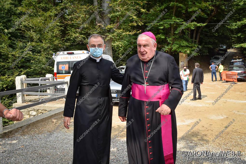 EGS2021_13840   Don Antonio Soddu e il vescovo di Novara mons. Franco Giulio Brambilla
