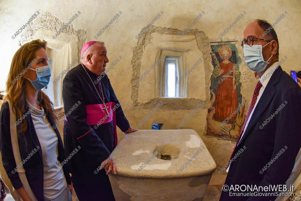 EGS2021_14294   Visita ai restauri della absidi del XII sec.