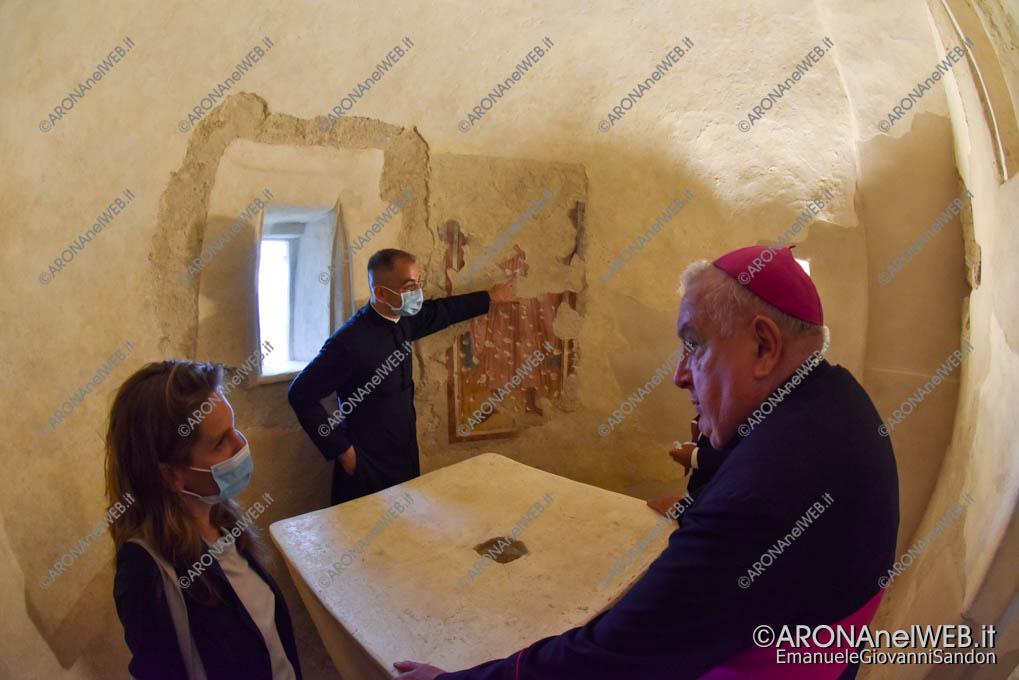 EGS2021_14307   Visita ai restauri della absidi del XII sec.