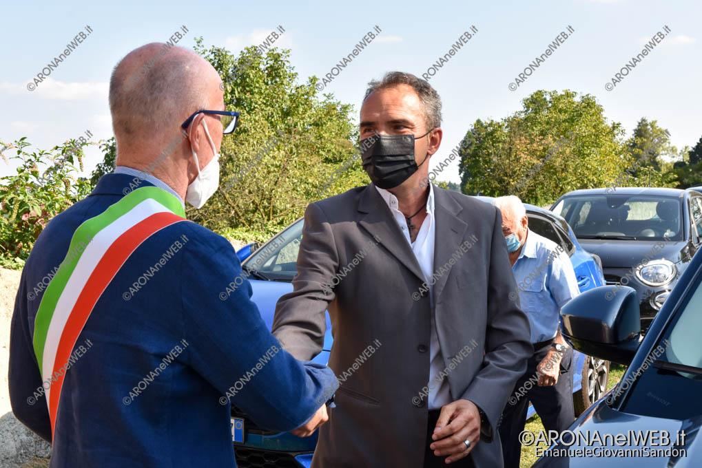 EGS2021_16328 | Il sindaco Marco Cairo accoglie il nuovo parroco don Marcello Vandoni