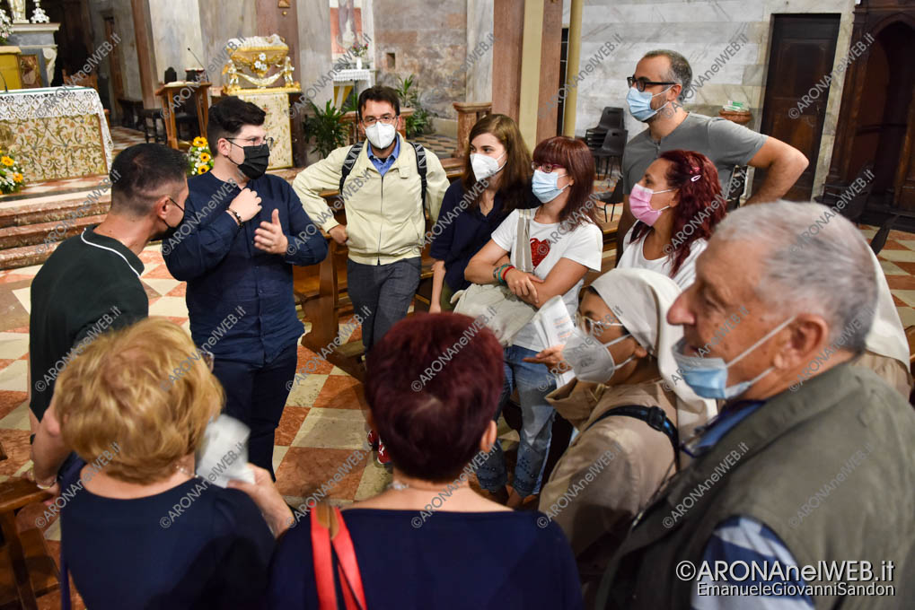 EGS2021_17102 | Don Samuele Pizzolato accolto dai parrocchiani di Arona