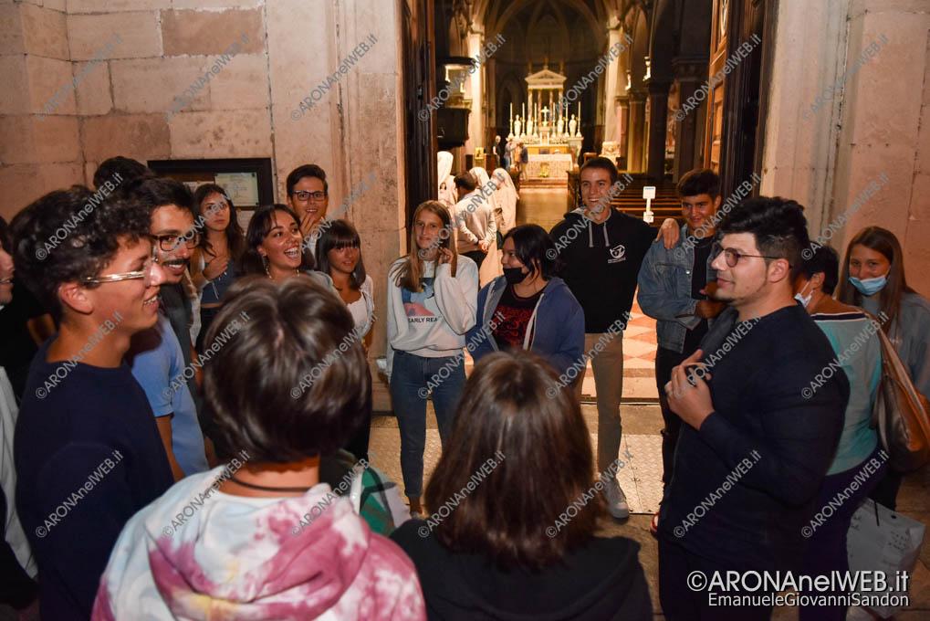 EGS2021_17124 | Don Samuele Pizzolato con i giovani dell'oratorio di Arona