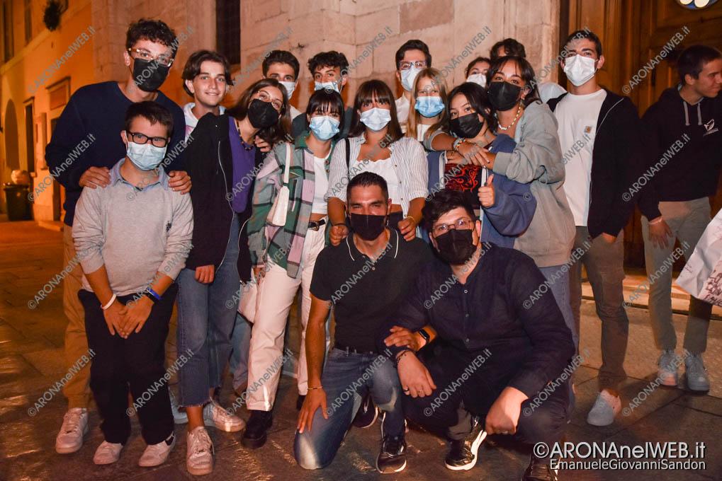 EGS2021_17140 | Don Samuele Pizzolato con i giovani dell'oratorio di Arona