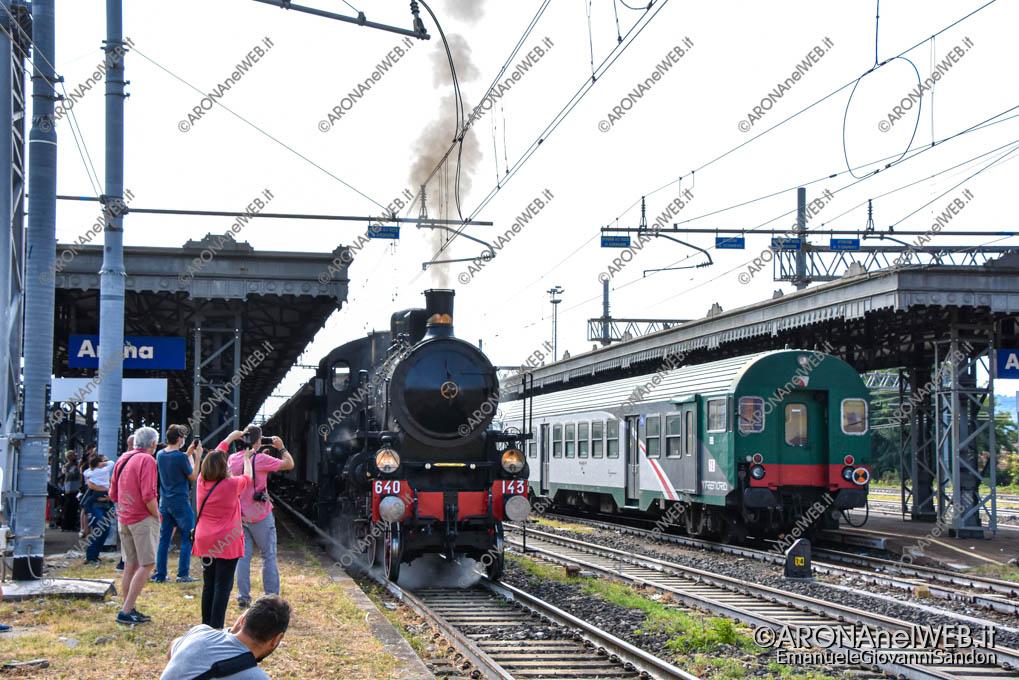 EGS2021_18449   Locomotiva a vapore in transito nella stazione di Arona