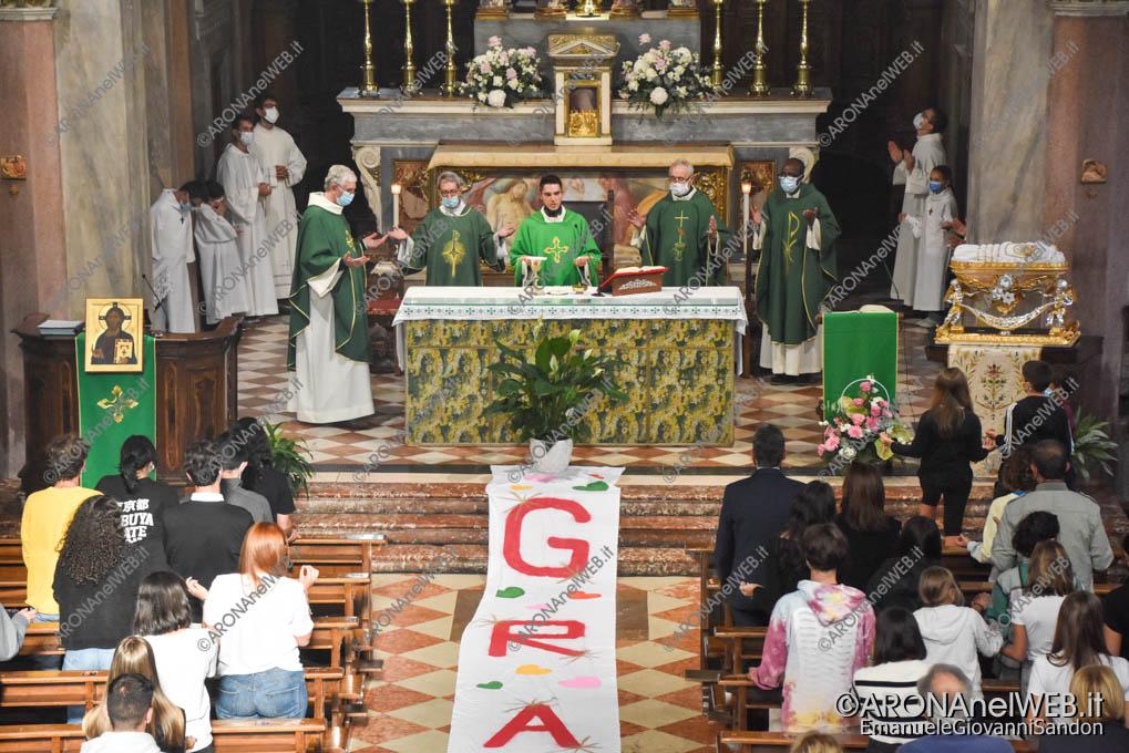 EGS2021_19910   Don Gianluca De Marco saluta la comunità aronese