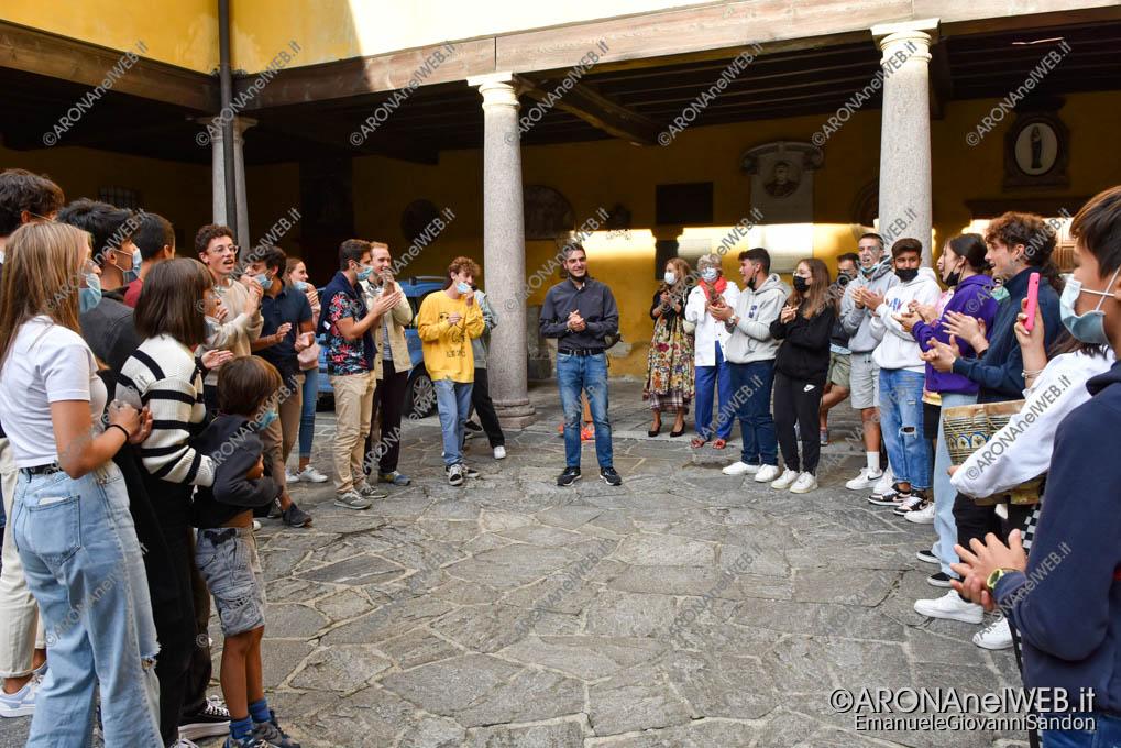 EGS2021_20055   Don Gianluca De Marco saluta la comunità aronese