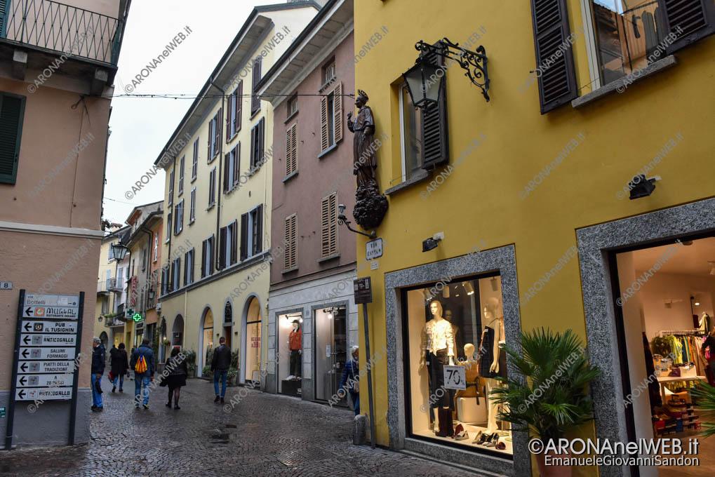EGS2021_20974   Corso Cavour, Statua del Sancarlino
